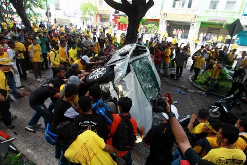 Bersih turns ugly in KL, peaceful in Sarawak