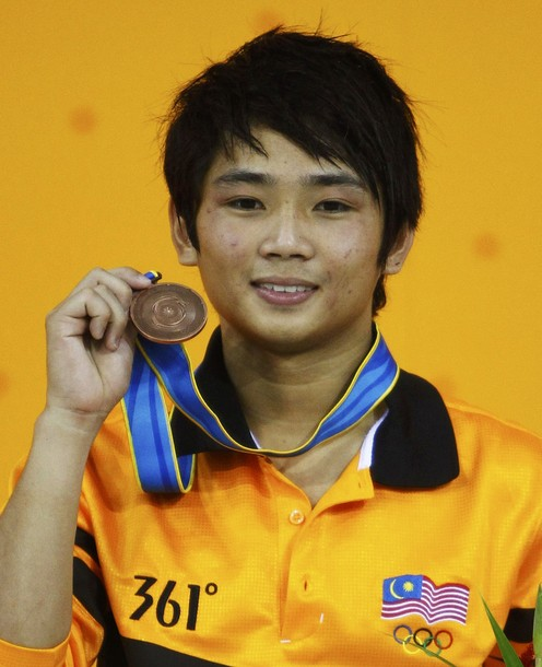 Bryan Nickson Lomas of Malaysia holds his bronze medal for the men's 10m platform diving final at the 16th Asian Games in Guangzhou