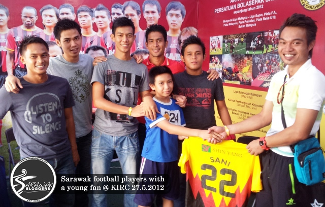 Sarawak football players draw the crowd as they meet the fans