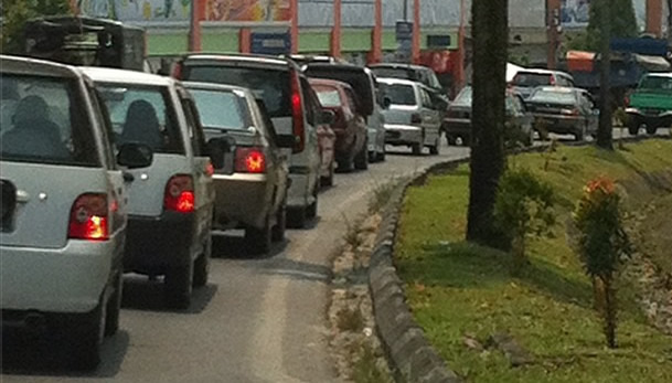 Traffic into Kuching worsens as Hari Raya draws closer