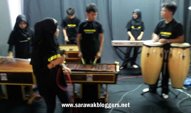 The SMK Matang Jaya Gamelan team performing at the #TwtUpKCH auditions