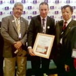 The recognition presented to Datuk Amar Abang Zohari Tun Openg (2nd from right) by Andrew Starbucks (middle).