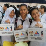 Students with 1Malaysia Netbook