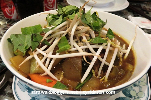 I don't remember the name of this dish, but it was one of the few Vietnamese food I could tolerate.