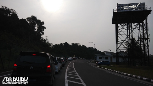 Temburung Immigration Check Point. A decent queue.