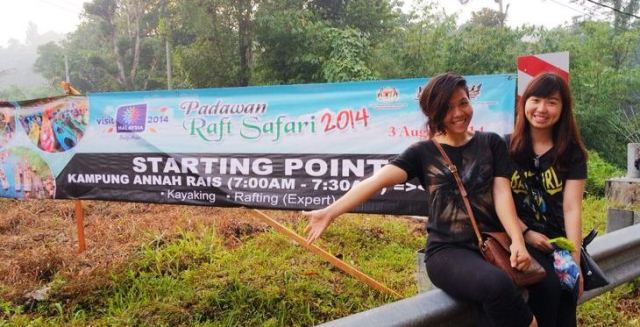 Alyssa (left) and Hilda at the starting point of the Padawan Rafting Safari 2014