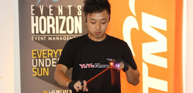 Ryan Han showing off his yoyo skills at the main stage.