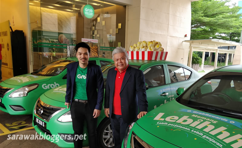 Sean Goh, Country Head, Grab Malaysia, with Kevin Tan, Chief Operating Officer, Sunway Mall at the first ever Grab Lounge at Sunway Pyramid